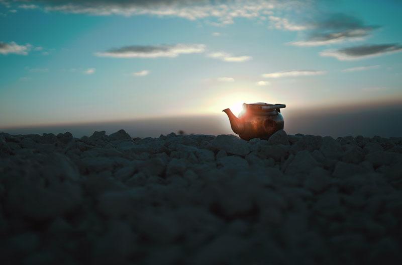 Una tetera al amanecer